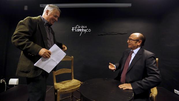 Faustino Núñez y Fosforito, en el inicio del coloquio en la Posada del Potro