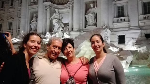 El exalcalde de Huesa, Javier Gómez Sevilla, con su familia durante un viaje a Roma