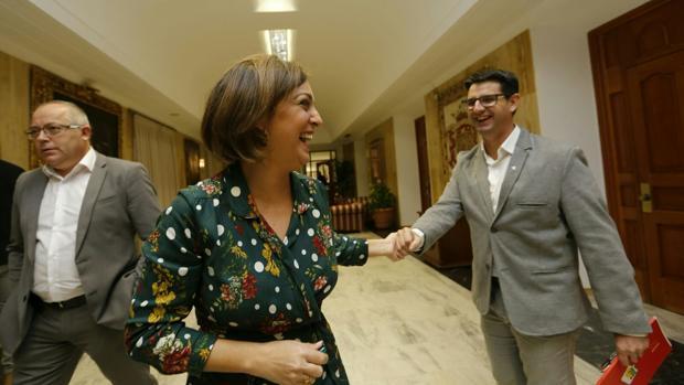 Pedro García, con la alcaldesa, antes del debate