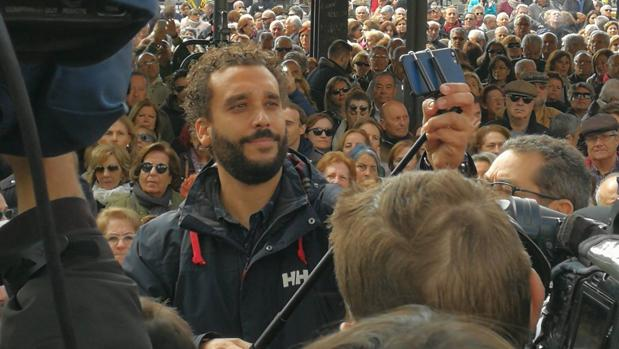 Candel recibió el apoyo de mil de sus seguidores el jueves en Granada
