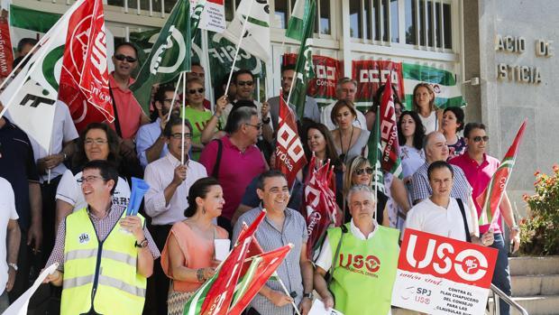 Protesta contra las cláusulas suelo en la Audiencia Provincial