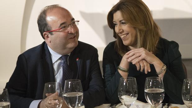 El líder de los socialistas catalanes, Miquel Iceta, junto a Susana Díaz
