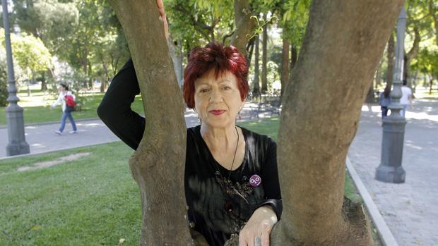 Juana Castro, en los jardines de Colón