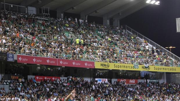 La grada del estadio El Arcángel durante el partido de presentación ante el Real Betis