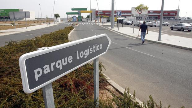 Entrada al área logística de El Higuerón