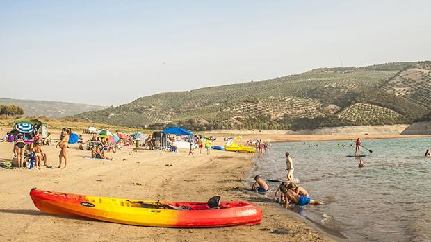 Playa de Valdearenas, en el pantano de Iznájar