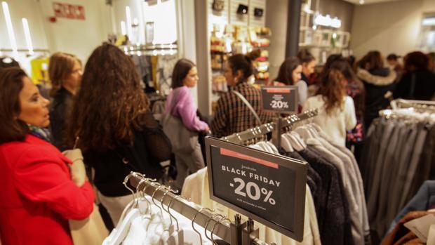 La campaña navideña de compras se adelanta con el «Black Friday»