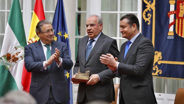 La entrega de los premios «Plaza de España» ha estado presidida por el ministro Zoido