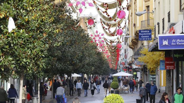 Alumbrado navideño instalado en la calle Cruz Conde