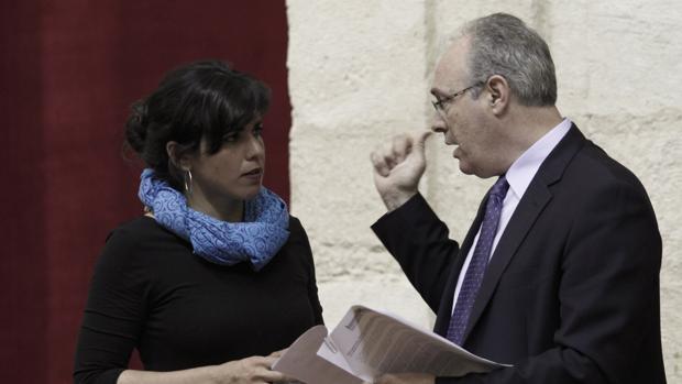 Teresa Rodríguez (Podemos) y Juan Pablo Durán (PSOE)