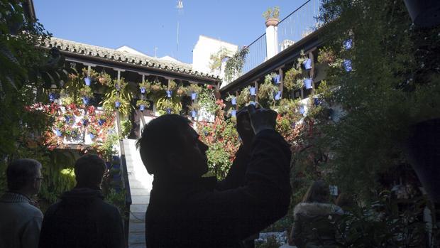 Visitantes en un patio de San Basilio el año pasado