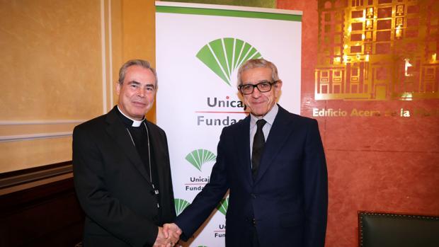 Monseñor Jesús Catalá y el presidente de la Fundación Unicaja, Braulio Medel