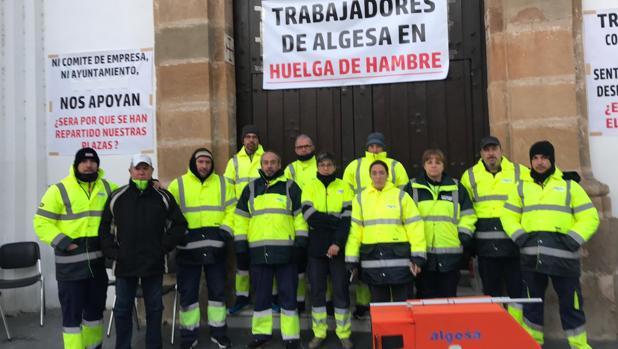 Imagen de los trabajadores en huelga que se manifiestan en la calle