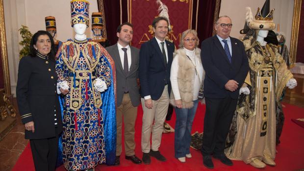 La modista Sara Luque, Fernando del Valle (Melchor), Pablo Atencia, Teresa Porras y Emilio Betés (Gaspar)