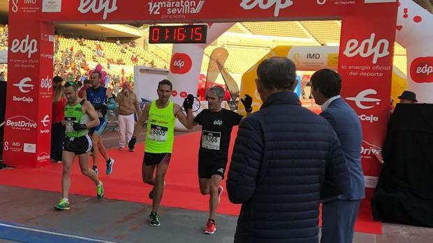 Garnica y Martín Fiz cruzan la línea de meta