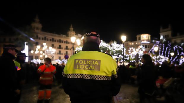 Un agente, en el dispositivo de Noche Vieja en la plaza de las Tendillas