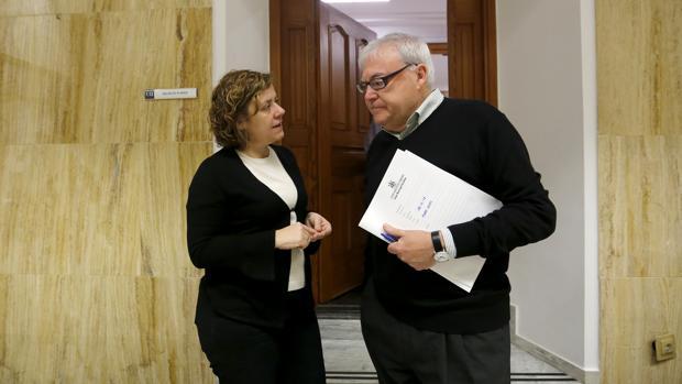 La edil de Hacienda, Alba Doblas, junto al de Presidencia, Emilio Aumente