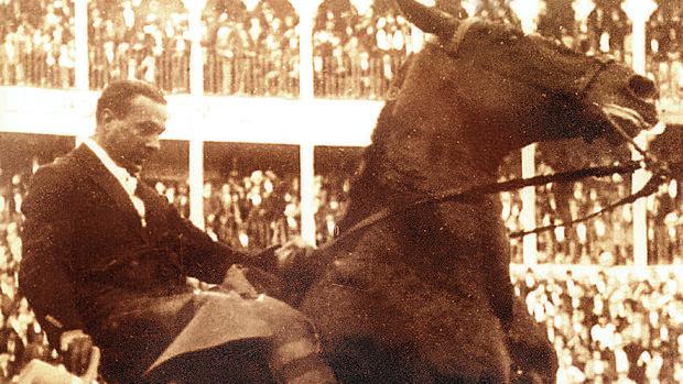 El rejoneador Antonio Cañero en una corrida en Barcelona