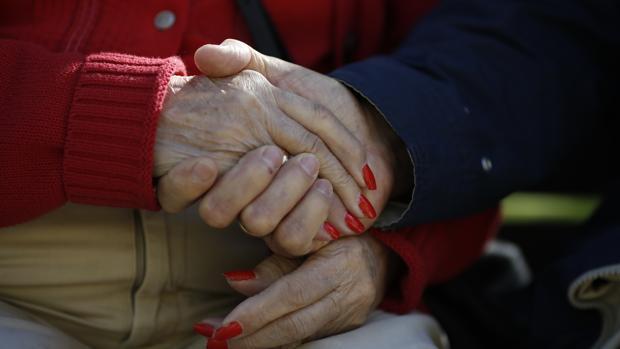 La condenada esperaba a que el marido de la enferma saliera para llevarse el dinero