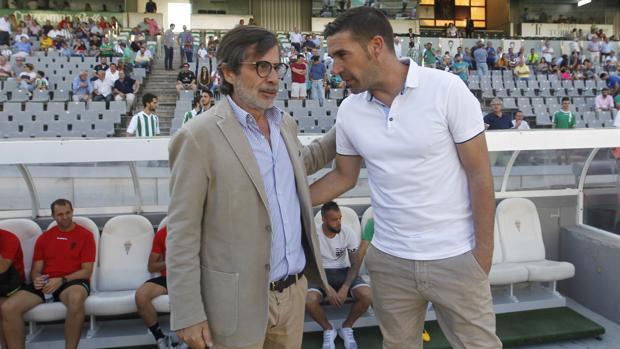Carlos González, a la izquierda, en una de sus últimas apariciones públicas en el Córdoba