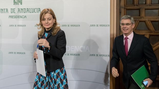 La consejera de Salud, Marina Álvarez, junto al portavoz del Ejecutivo, Juan Carlos Blanco