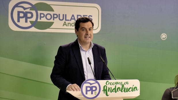 El líder del PP andaluz, Juanma Moreno, este lunes en la sede regional del partido