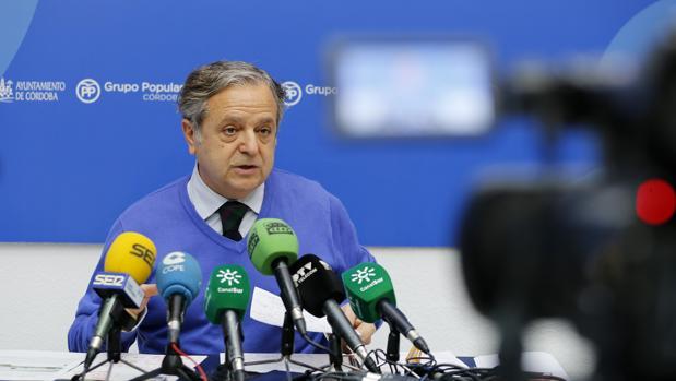 Salvador Fuentes durante una rueda de prensa