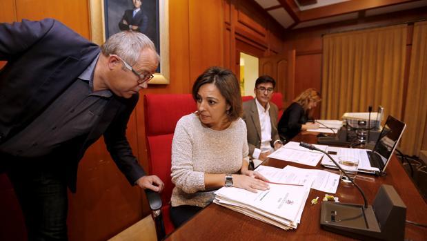 La alcaldesa de Córdoba preside un Pleno municipal