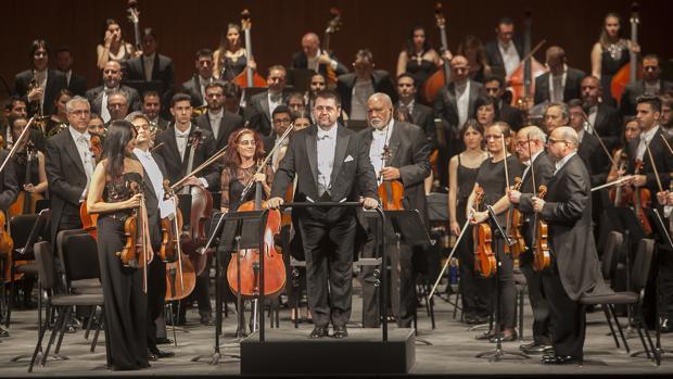 Lorenzo Ramos, durante un concierto al frente de la Orquesta de Córdoba