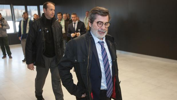 El máximo accionista del Córdoba CF, Carlos González, en el estadio