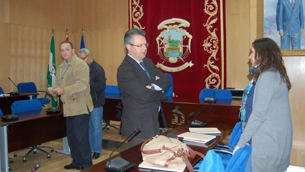 El acalde de Puente Genil, Esteban Morales, durante un Pleno