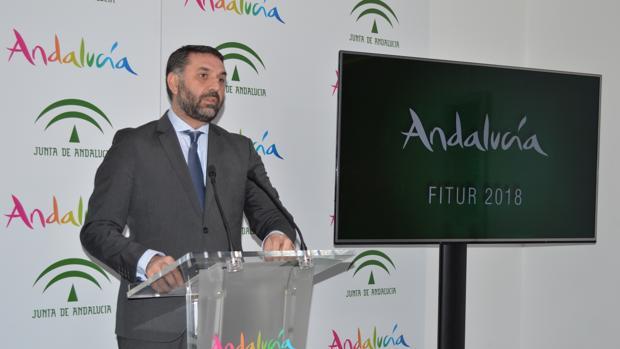 El consejero, en un momento de la presentación en la sede de Turismo Andaluz en Málaga