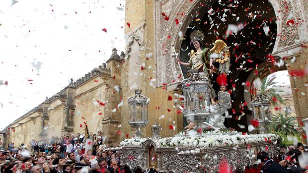 San Rafael procesionó por la mañana desde la Catedral