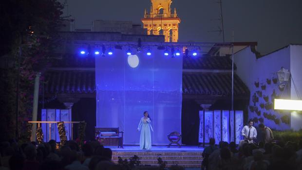 Teatro en el patio de las columnas del Palacio de Viana