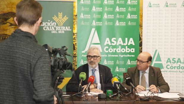 Ignacio Fernández de Mesa y Rafael Navas, en la Cámara de Comercio de Córdoba