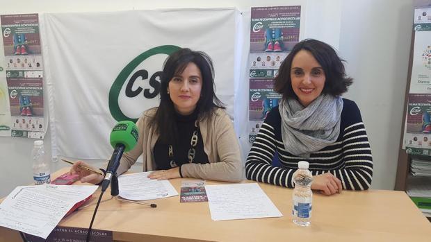 Elena García (izquierda), en la sede del CSIF de Córdoba