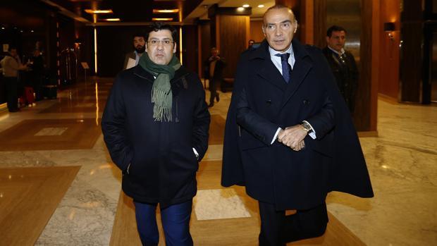 Jesús León y Luis Oliver, antes de la rueda de prensa del miércoles
