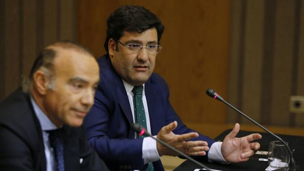Jesús León, junto a Luis Oliver, en la rueda de prensa del pasado miércoles
