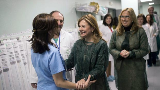La consejera de Salud de la Junta de Andalucía, en el Reina Sofía, este jueves