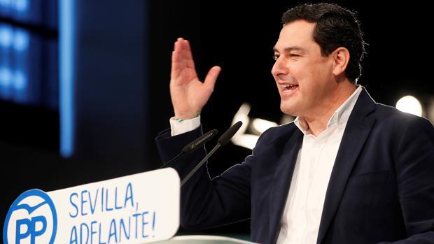 Juanma Moreno durante su intervención en la Convención de Distritos del PP de Sevilla