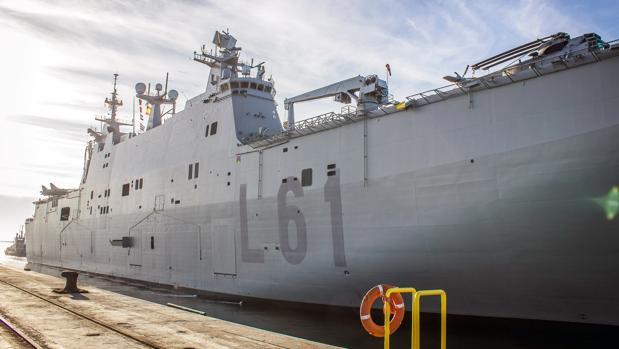 Imagen del mastodóntico buque atracado en Huelva