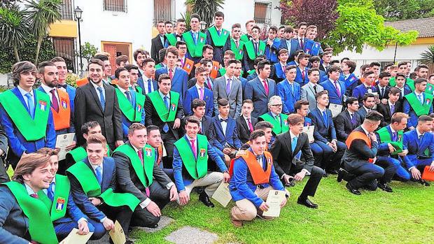 Graduación de alumnos en el colegio Torrealba de Almodóvar del Río