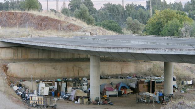 Campamento de rumanos detrás del polígono industrial Chinales de Córdoba en el año 2010