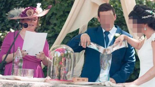 La alcaldesa de Ronda, Teresa Valdenebro, ofició la boda de la hija de un concejal