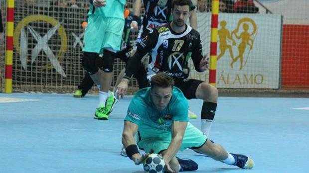 El Ángel Ximénez ante el Barcelona en el partido de la temporada pasada