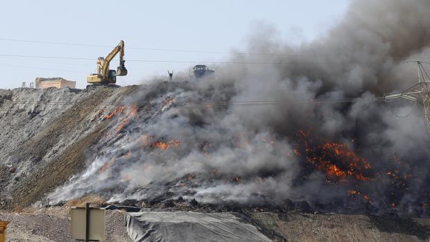 Imagen del incendio que se produjo en Recicor en octubre