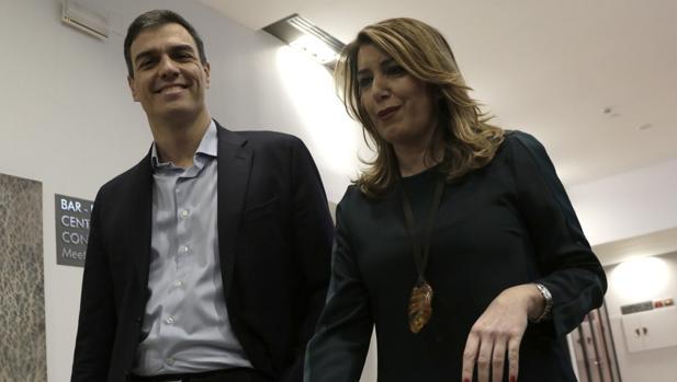 El secretario general del PSOE el martes 22 en Sevilla junto a la presidenta de la Junta