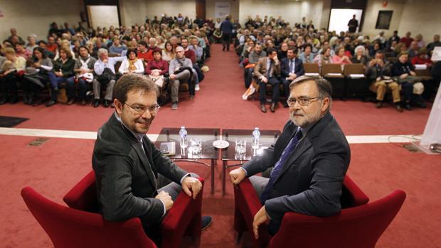 Javier Sierra y José Calvo Poyato en el Foro de ABC Córdoba y Cajasur
