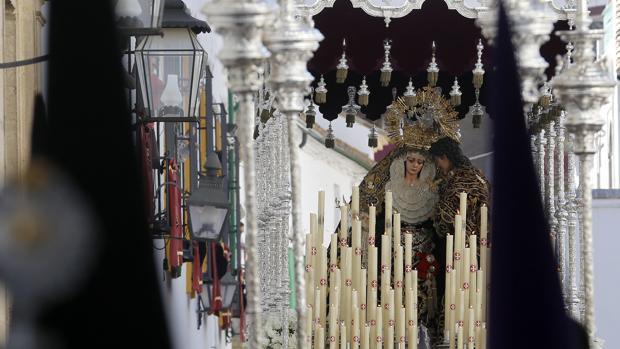 La Reina de los Ángeles junto a San Juan Evangelista