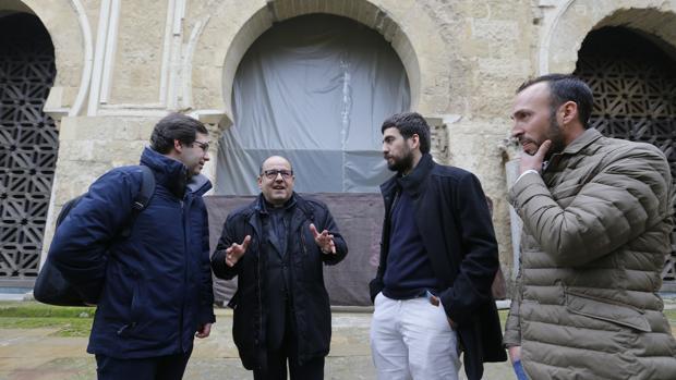 Raimundo Ortiz, José Juan Jiménez Güeto, Rafael Ortiz y Daniel Fernández ante el hueco de la Nave 17